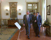 After the US-EU Summit Meeting in the Throne Room of Queluz Palace,  President Clinton walks with Prime Minister Guterres to the Ambassador's Room for a US-EU working lunch.