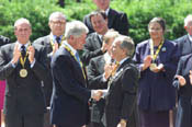 President Clinton shakes hands with Lord Mayor Jurgen Linden after being presented with the Charlemagne Prize.