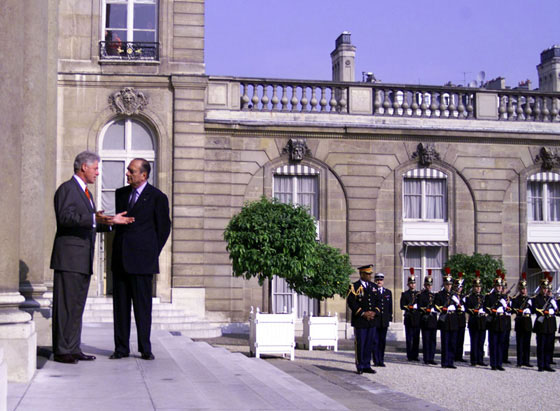 President Clinton and President Chirac speak briefly before entering Elysee Palace for their bilateral meeting.