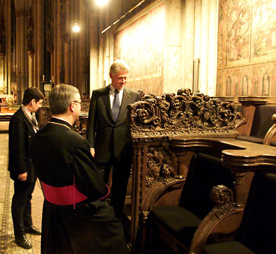 After a working dinner at the Römisch-Germanisches Museum, the President stops for a brief tour of the Cathedral of Cologne.