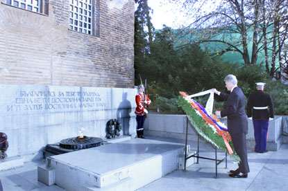 The President lays a wreath at the Tomb of the Unknown Soldier.