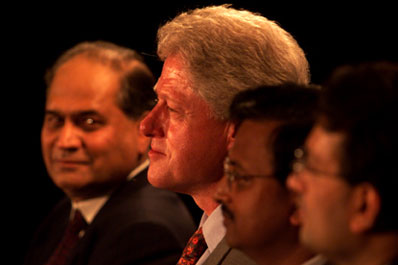 President Clinton participates in a hi-tech event with prominent members of the technological community.  Hi-Tech Center, Hyderabad, India.