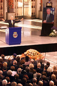 President Clinton speaks at the commemoration ceremony for slain Israeli Prime Minister Yitzak Rabin at City Hall.